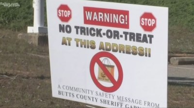 "sex-offenders-sue-georgia-sheriff-for-""no-trick-or-treating""-sign-…,-oct-25,-2019-…-sex-offenders-sue-a-georgia-sheriff-who-wants-to-warn-children-not-to-trick-or-treat-at-their-homes-using-yard-signs.-this-video-file-cannot-be …"